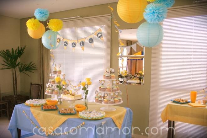 festa aniversario sol nuvem azul amarelo you are my sunshine birthday party yellow blue pompons lanternas cupcakes bandeirinhas bandeirolas decoração faça você mesmo dyi tutorial como fazer rotulos 2 anos