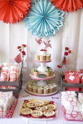 strawberry-birthday-party-food-display-285x427